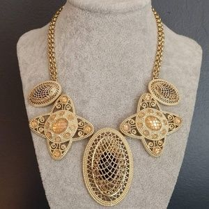 Intricate gold and beaded necklace NWT